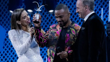 Alexandre Pires faz sucesso e conquista 2 prêmios em festival no Chile