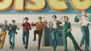 """Após quebrar recorde, BTS lança segunda versão do clipe de """"Dynamite"""""""