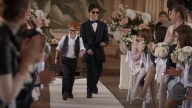 """Andrea Bocelli e Ed Sheeran voltam a ser crianças em clipe de """"Amo soltanto Te"""""""