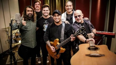 """Biquini Cavadão grava """"rocknejo"""" e mira estratégias do pop atual: """"Inventamos isso"""""""