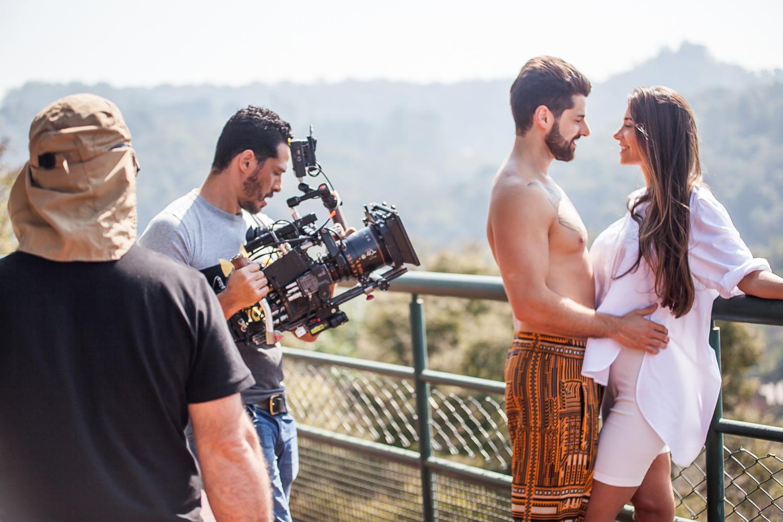 Alok e Romana protagonizam clipe juntos pela primeira vez