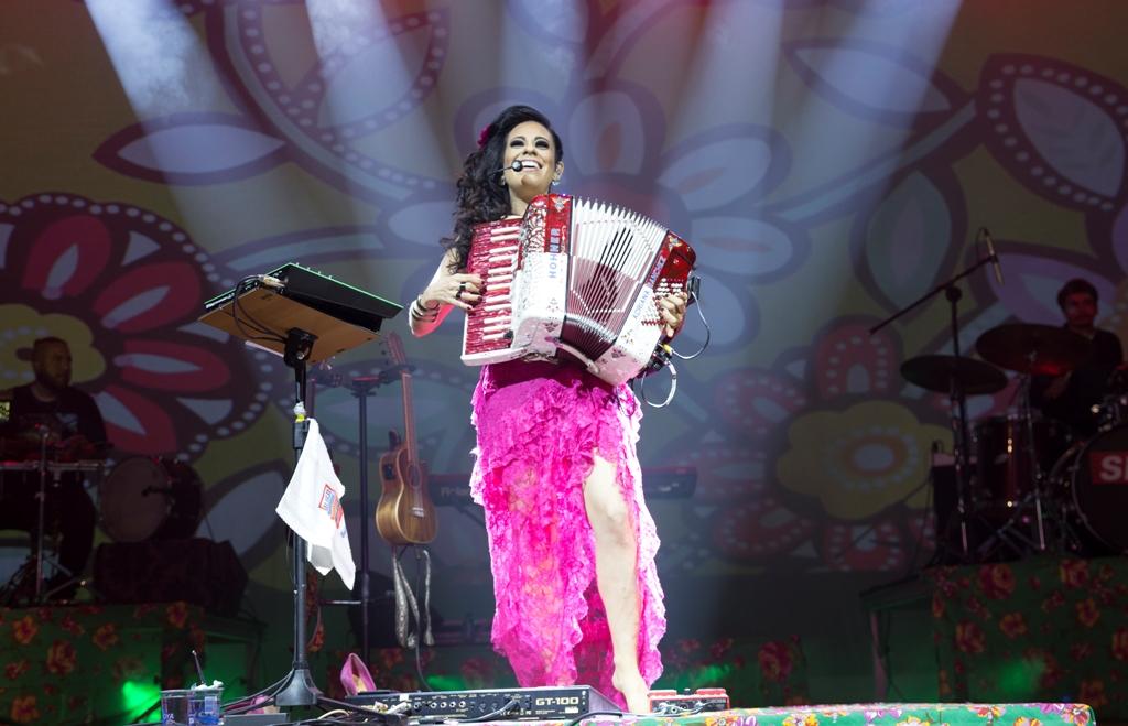 Adriana Sanchez apresenta show inédito no Teatro Liberdade